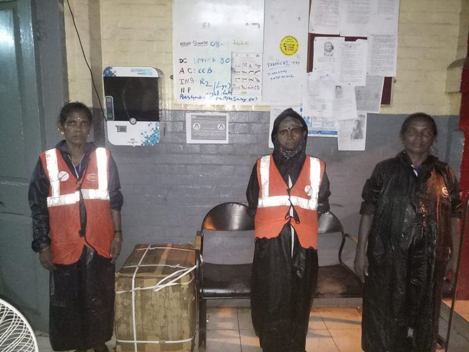 Internet applauds three sanitation workers who went out of their way amid heavy rainfall