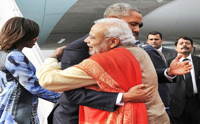Top 4 times PM Modi broke the protocol and received people as a special gesture.