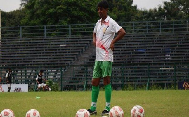 New coach Mridul Banerjee gets injured in first East Bengal training session