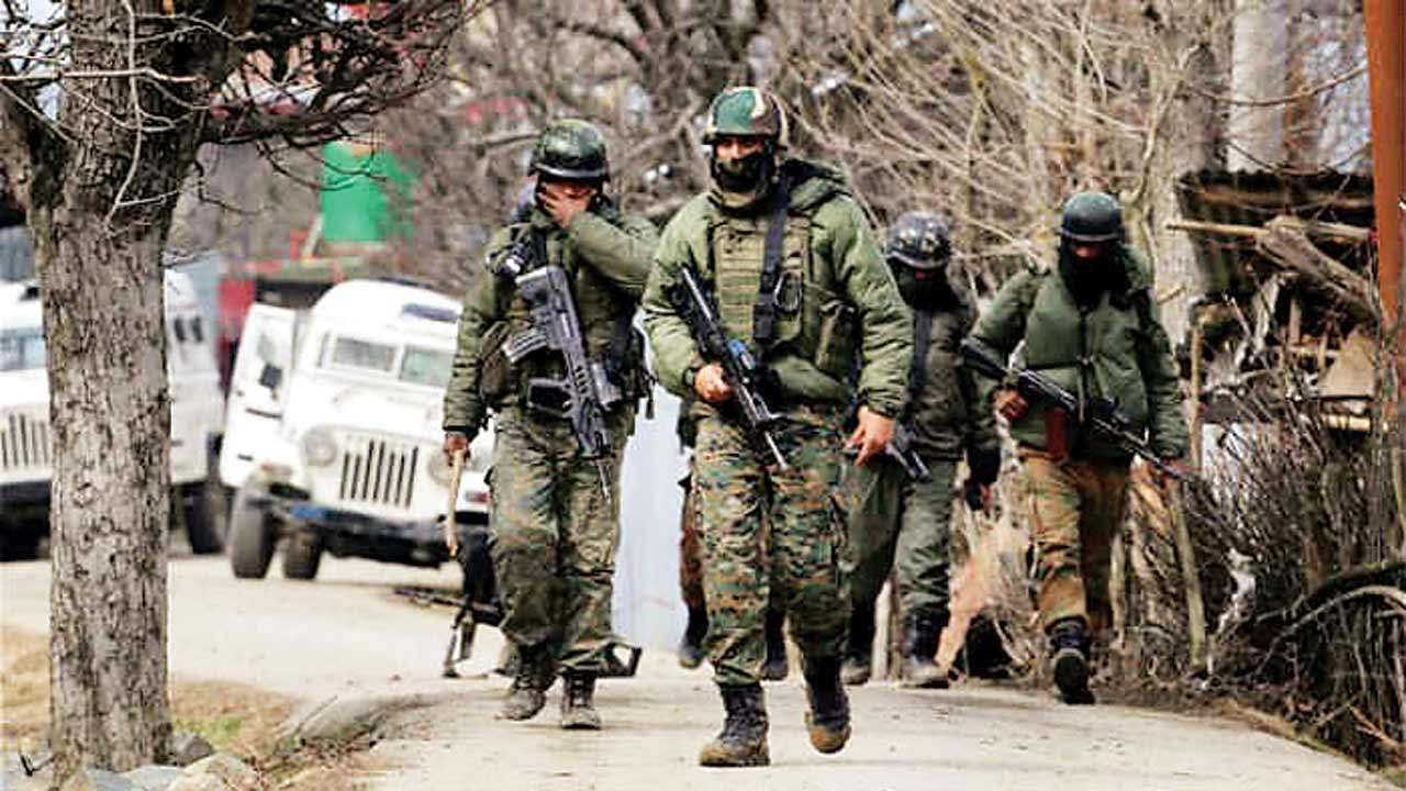 Security forces attacked in Anantnag, entire area sealed, search for attackers continues