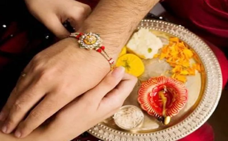 Sisters of SSB tied rakhi to soldiers in Patna on Rakshabandhan, asked for this promise