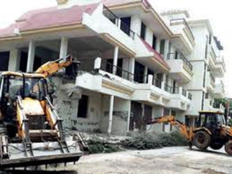 Demolished a lodge cum complex belonged  to former block pramukh and gangster Dilip Mishra in Naini area of Prayagraj district.