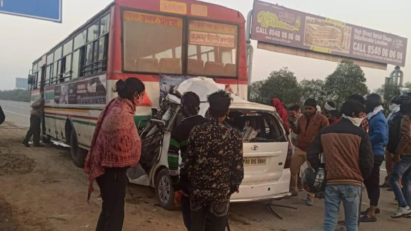 4 dead after car rams into UP roadways bus on Yamuna Expressway