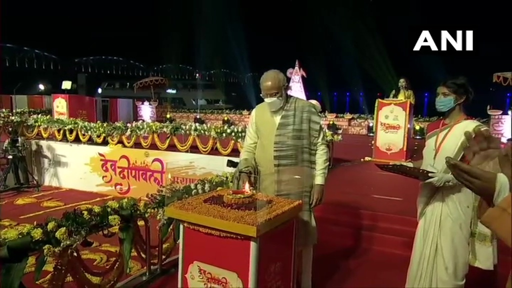 PM Modi Prays At Kashi Vishwanath Temple In Varanasi On Dev Diwali
