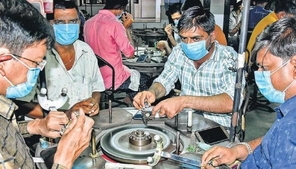 Surat's Diamond,Textile industries to down Shutters on Weekend