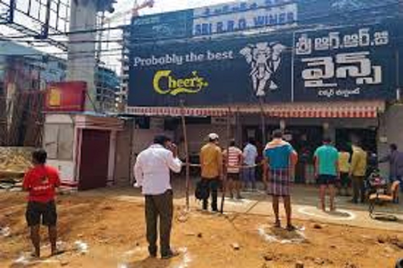 Tipplers in Hyderabad stock up on liquor before dry days