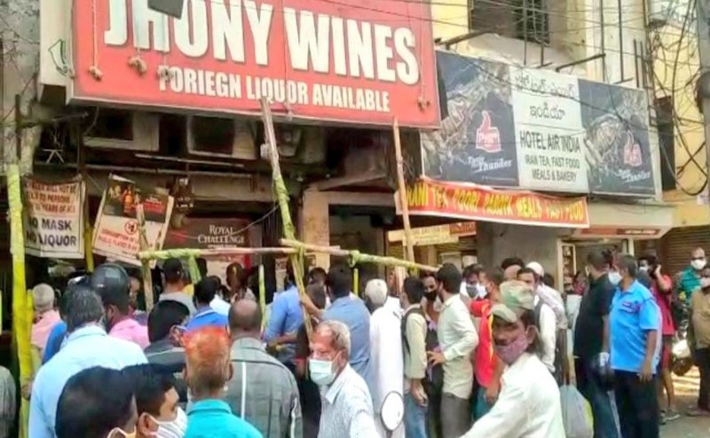 Crowds throng liquor shops in Puducherry after curbs relaxed