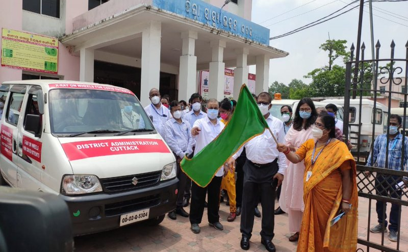 Cuttack district admin starts X-Ray on wheels for Covid-19 patients