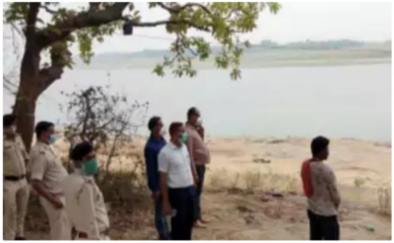 Bihar, UP blame each other for bodies on Ganga
