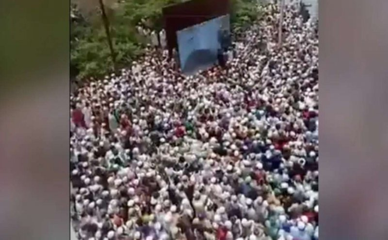 Covid-19: Thousands gather for funeral of cleric in Badaun, Uttar Pradesh