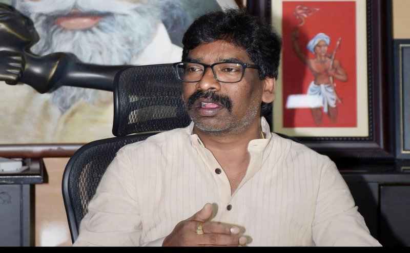 Hemant Soren does a Kejriwal, announces free vaccines for all in Jharkhand
