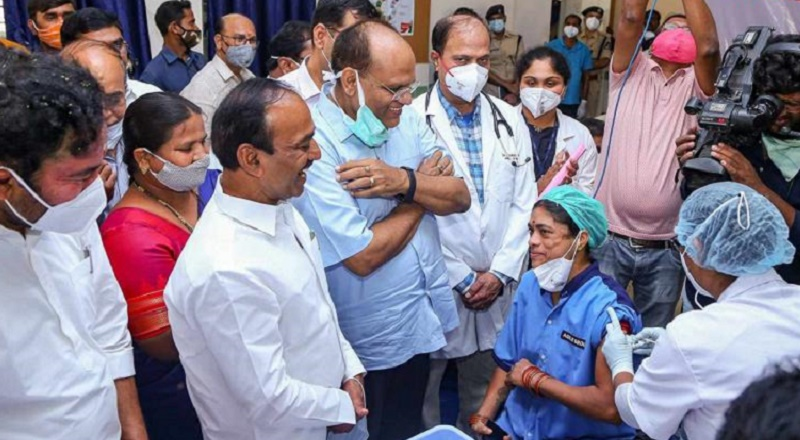 Health care staff gets first COVID vaccine shot in Telangana