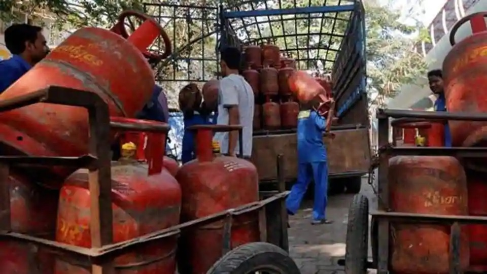 No money for diesel, school dropout in Kanpur irrigates field with tube well running on LPG