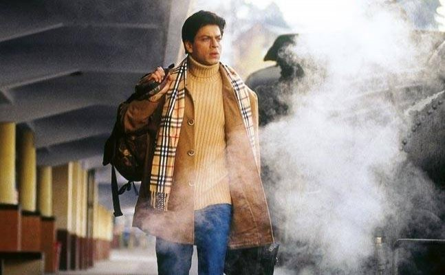 `Main Hoon Na` Meme: `Toh tumari movie hit ho gayi?`  SRK asks Zayed & actress Amrita Rao