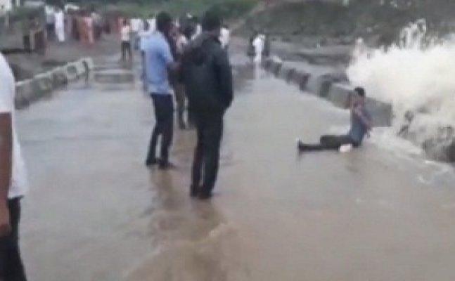 Selfie crazy people pose against flood in Nashik