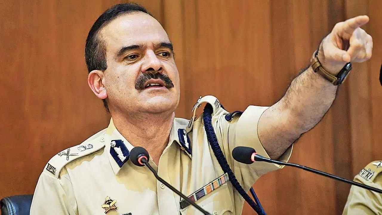 Param Bir Singh withdraws plea after Supreme Court refuses to hear it | MUMBAI NYOOOZ