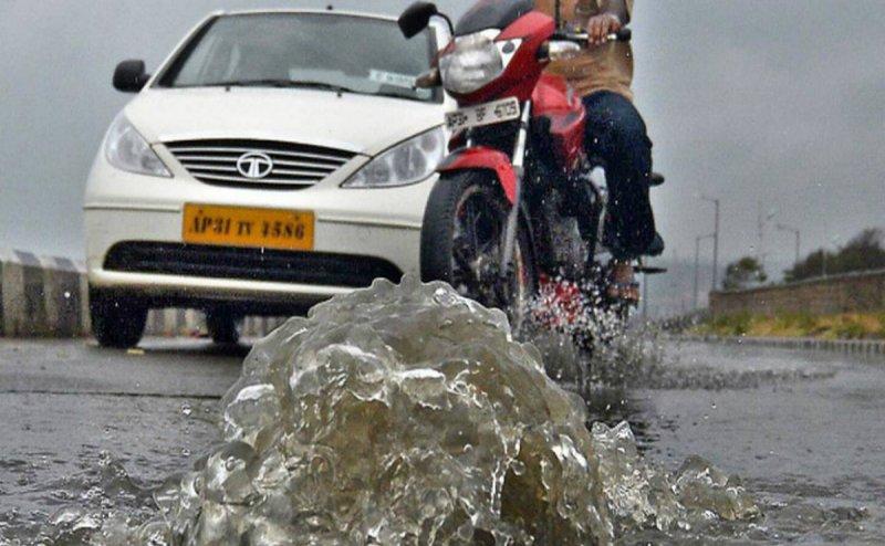 Rain makes traffic stand still in Vizag