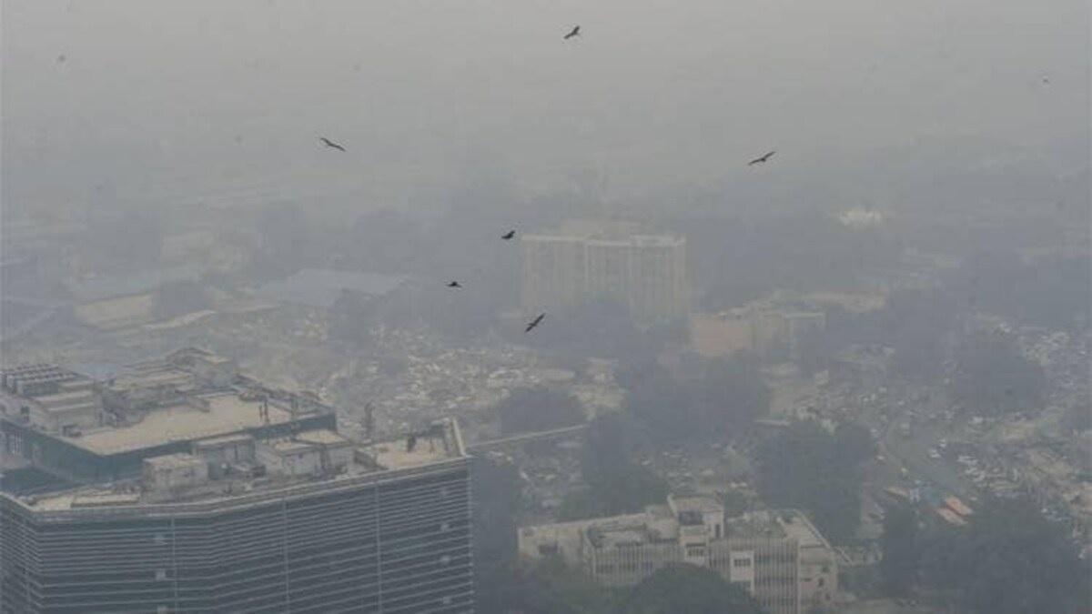 Noida's air quality dips, Ghaziabad enters 'very poor' zone again