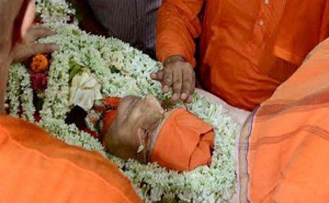 Mortal remains of Swami Atmasthanandaji Maharaj consigned to flames at Belur