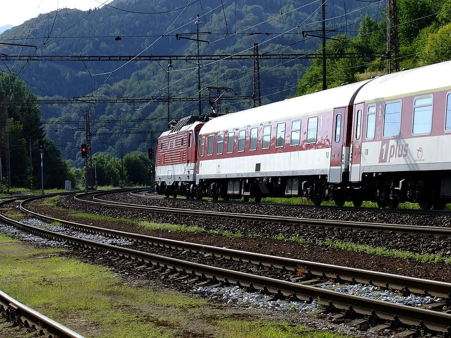 Delhi-Ajmer via Jaipur rail route electrification work to be completed by October