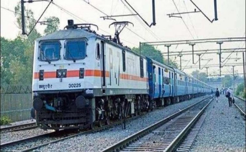 Four trains including Patna Jaynagar canceled due to rain in Samastipur Darbhanga rail section