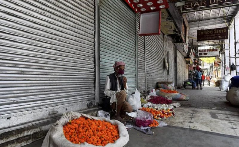 UP eases Covid curbs, shops allowed to open Mon-Fri; no relaxation for cities with over 600 cases   All Details
