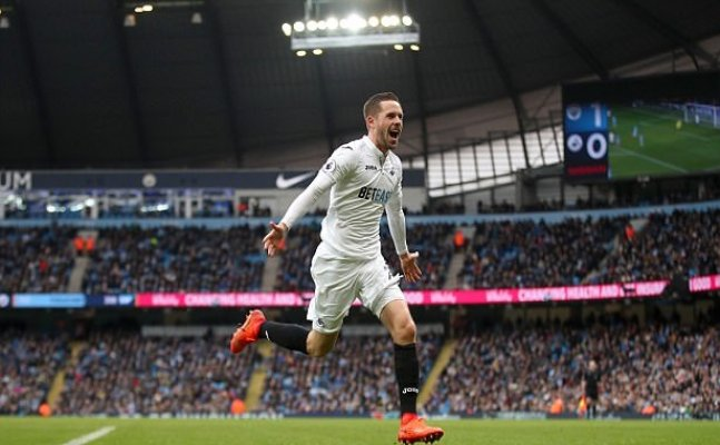 Gylfi Sigurdsson to Everton after clubs agree £45m fee