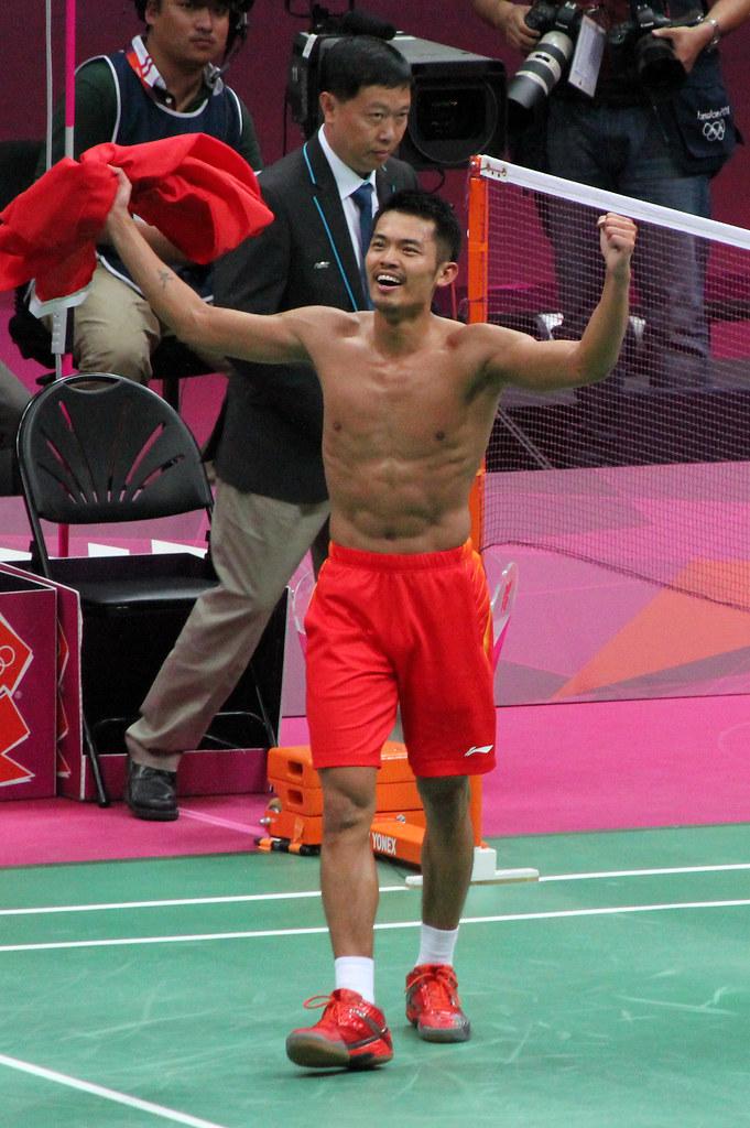Chinese badminton superstar Lin Dan retires at 36