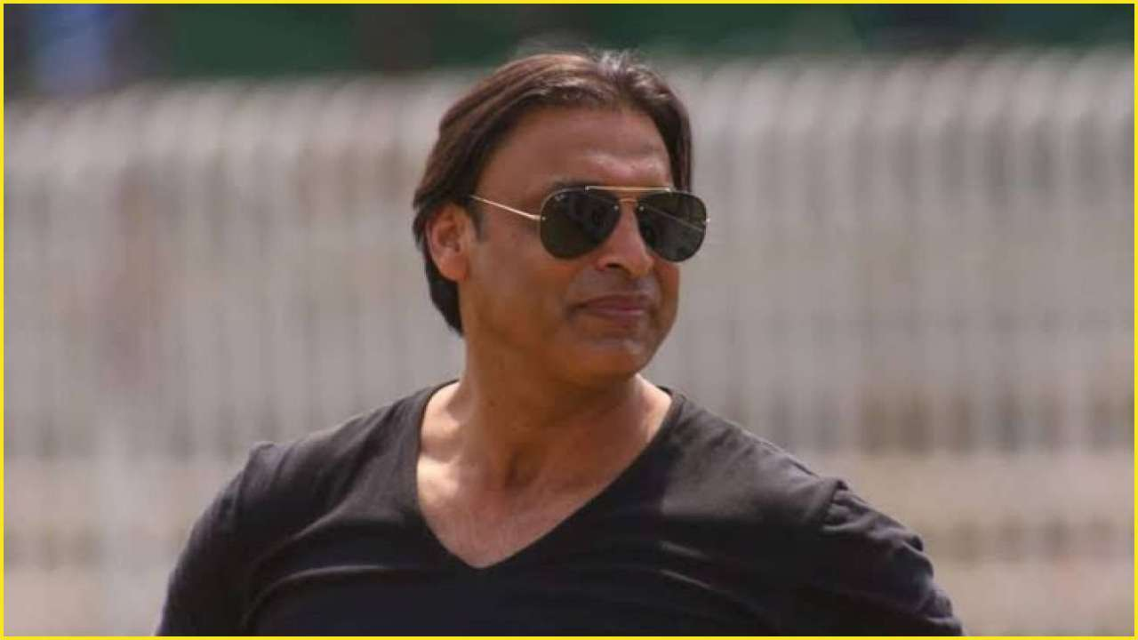 Shoaib Akhtar intentionally threw beamer at Dhoni; regretted it later