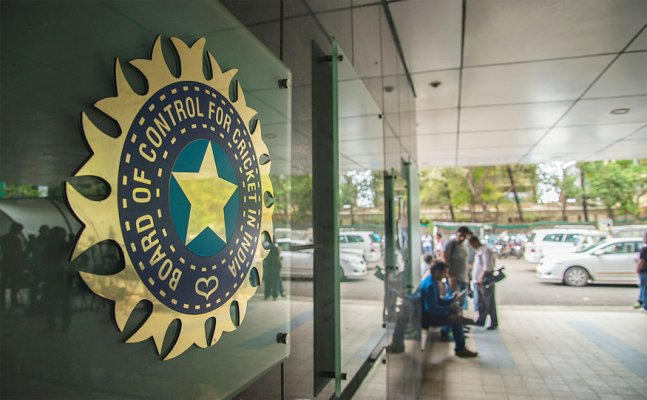 BCCI to earn 2000 plus crore from IPL