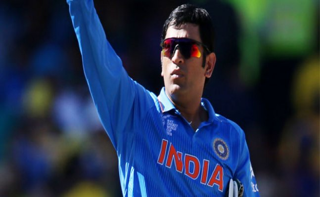 Watch: Dhoni instructing bowlers during 2nd ODI against Kiwis