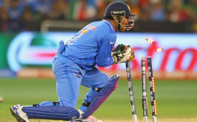 Dhoni 1st player in ODI history to effect 100 stumping