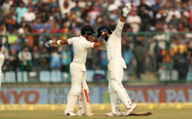 Virat slams 20th Test century, Murali continues to impress
