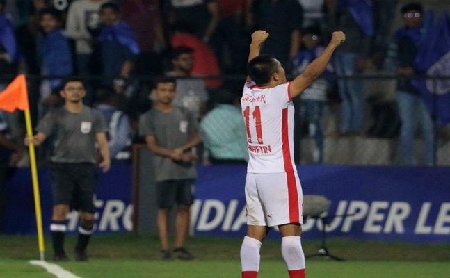 ISL: Sunil Chhetri shines as Bengaluru sink Mumbai City