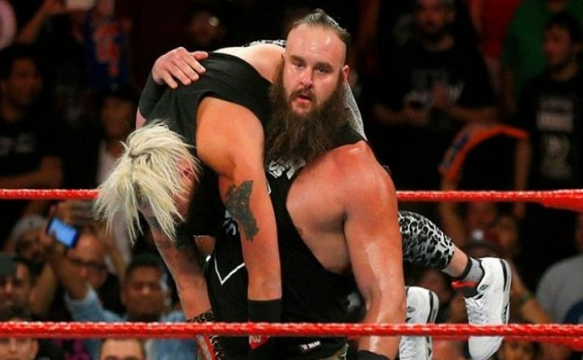 WWE: Strowman sends a strong message to Lesnar before No Mercy